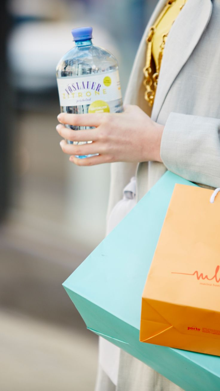Deine erfrischende Shopping Begleitung! #jungbleiben #vöslauer