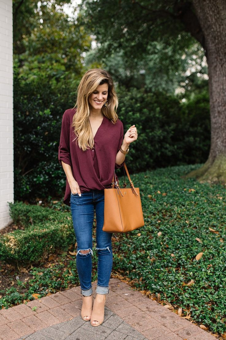 Fall transitional outfit for everyday // fall outfit ideas // peep toe booties outfit