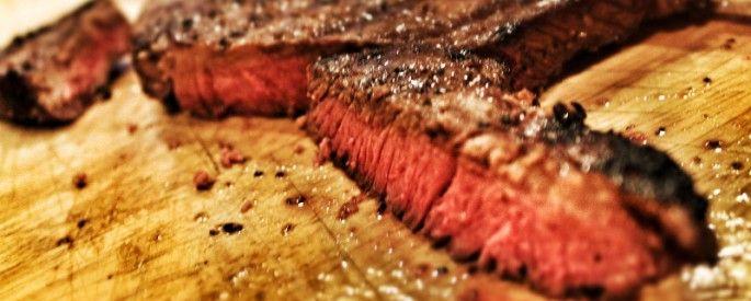 Quoi de mieux qu'une bonne pièce de viande sur le barbecue(BBQ). Voici une petite recette afin d'optimiser la qualité et la saveur de votre prochain repas sur le BBQ. INGRÉDIENTS 4 pièces de viande assez épaisses (t-bone, filet mignon, aloyau, etc.) 3 c. à soupe sauce Worcestershire 1 c. à soupe sauce tamari 2 c. …