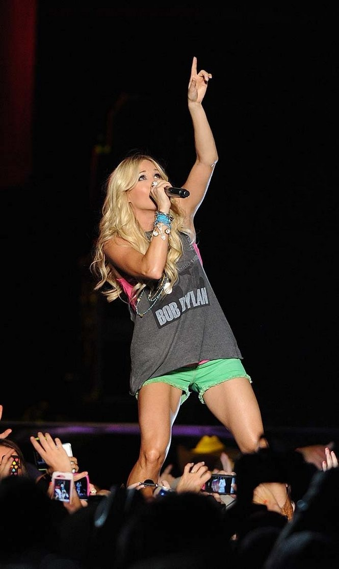 Carrie Underwood at Bayou Country Superfest- My get fit inspiration