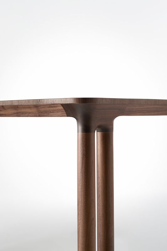 iBarzaghi's Otto Table - Leg Detail