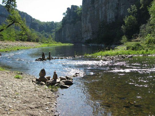 Les gorges du Chassezac à la frontière de la Lozère