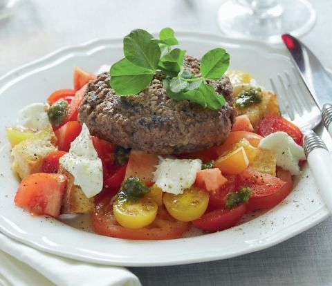 Hakkebøf med tomatsalat
