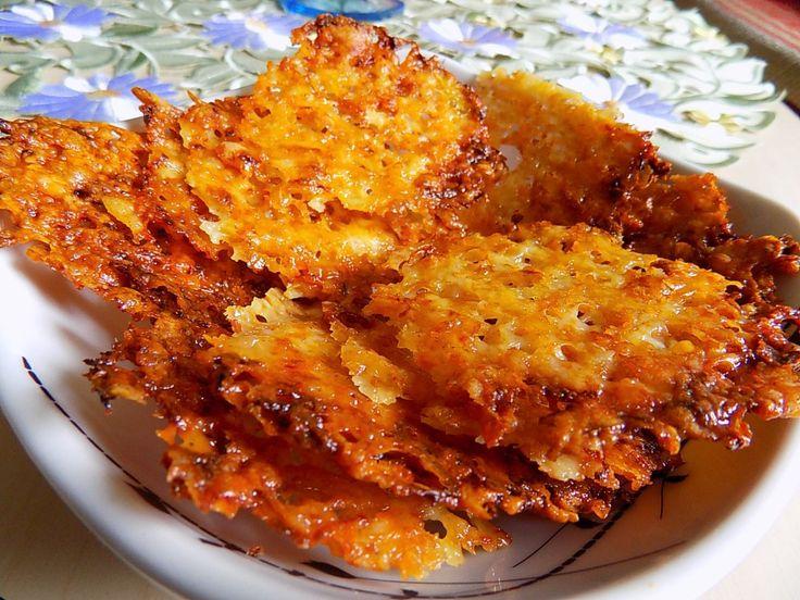 Chipsy z parmazánu. Můžeme je použít také jako přílohu k zelenině a masu.Autor: remcula