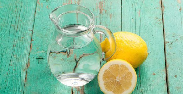 10 rituels du matin ...Boire un verre d'eau chaude citronnée pour bien commencer sa journée.