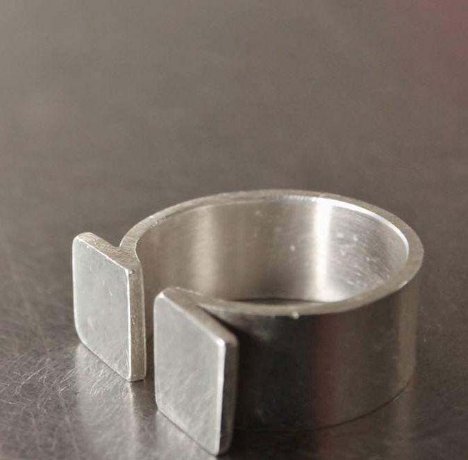 Fab atelier - Barbara's Omega ring