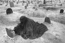 James Nachtwey Mourning a brother killed by a Taliban rocket 1996