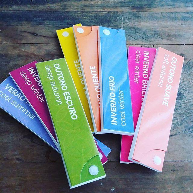 Domingo é um ótimo dia para análise de coloração pessoal. Quer descobrir quais cores te deixam mais bonita e já sair do teste com a sua cartela para orientar a escolha de maquiagem, roupas e acessórios? Vamos marcar! Divido em 3x no cartão. #corescoloridas #analisedecoloracaopessoal #metodosazonalexpandido #studioimmagine #testedecores #fiquelinda #maiscorporfavor #maiscormaisamor #colorase #colorasuavida #consultoriadeestilobh #consultoriadeestilo #personalstylist #domingocolorido…