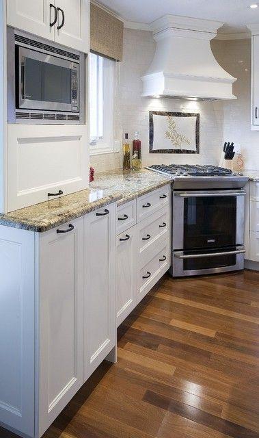 плита в углу кухни