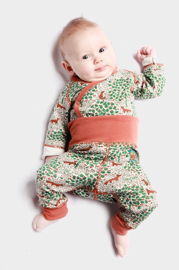 Modeerska Huset babywear - Strong graphic hand drawn prints using old fashioned ink pens.
