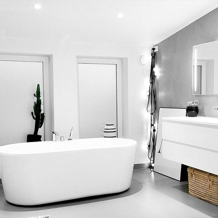 This is an old photo of mine- just a few changes by @isii_bla ♡ Love it ☆ #badtilinspirasjon #mitthjem #baderom #baderomsinspo #bathroominspo #bathroom #bath #bad #bathtub #vikingbad #aspenbad #fossbad #hansgrohe #housedoctor #inspohome #instahome ##rørkjøp #interior444 #interior123 #interiorandhome #interior #inspiration #inspiration4all #interior4all #interiordesign #tinek #cactus #cactuslover #pureandoriginal #fredagsinspo @hanneromhavaas