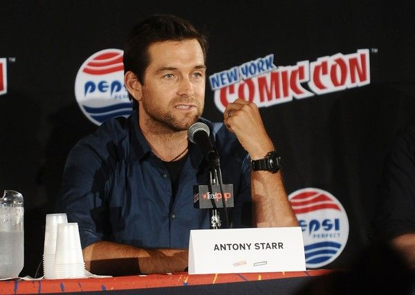 Antony Starr Photos Photos - Antony Starr attends the Banshee panel at New York Comic-Con 2015 at The Jacob K. Javits Convention Center on October 8, 2015 in New York City. - New York Comic-Con 2015 - Day 1