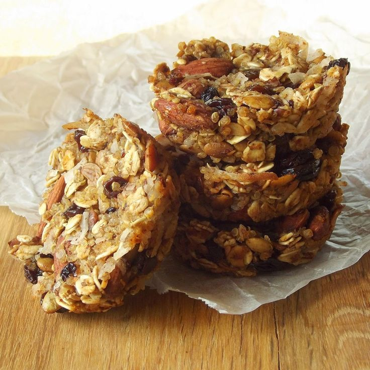 Snacky little quinoa bites, made with quinoa, oats and dried fruit and nuts, baked into two-bite sized snacks.