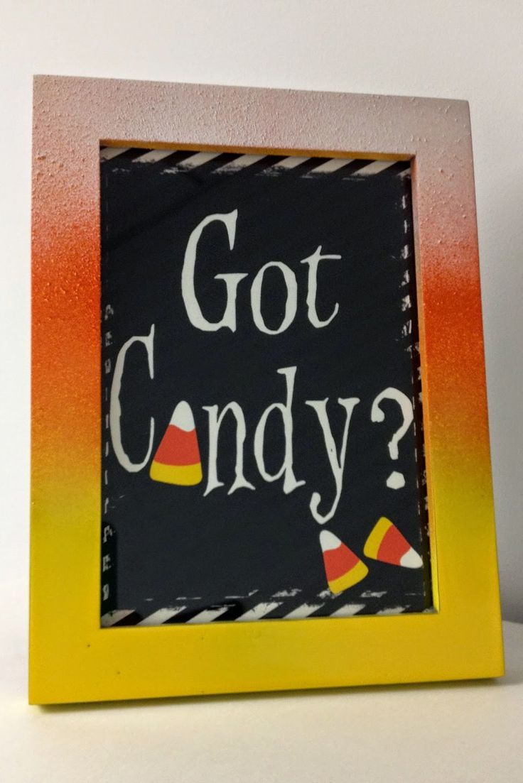 Easy DIY ombre Halloween frame with spray paint and free Halloween printable!