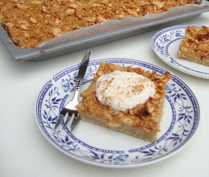 Deze heerlijke appelplaatkoek is ideaal om te maken voor een verjaardag. In een hele korte tijd heb je zo een hele fikse taart van 20 stukken. Het is net wat gemakkelijker en sneller dan appeltaart, dus heb je een keer...