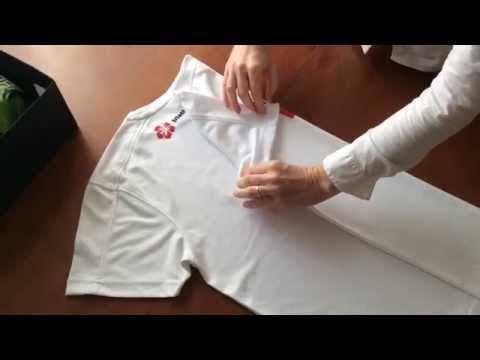 Come piegare le magliette con il metodo Konmari - YouTube
