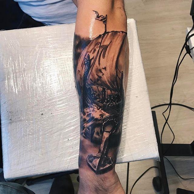 Viking ship and thor hammer  @rasmusosa #viking #tattoo #tattooed #ezcartidge #ezfilterpen #intenze #inked #ink #inkedup #tattooart #tattooartist #keefirivunts #bodyart #art #artist #tatuaje #instaart #tattoist #arts #tattoolife #greengold