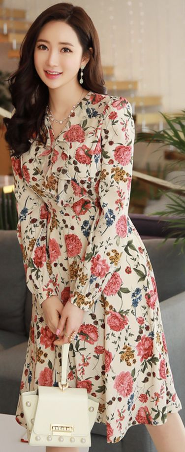 StyleOnme_Spring Floral Print Flared Dress #floral #spring #feminine #dress #elegant #koreanfashion #kstyle #kfashion #datelook #seoul