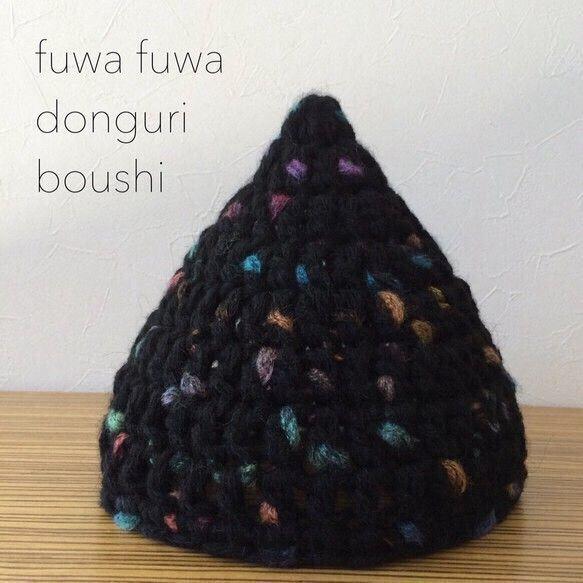 かぎ針編みの大人用ニット帽子です♪ゆる〜くふわっとかぶるニット帽です(●´∀`●)♪トルコ産の極太モヘヤの毛糸でざっくりと編んでみました!空気をたっぷり含んだ ふわふわもふもふ♪ とにかく軽くてあったかいのが特徴です♪ シンプルなベースカラーにところどころに現れる色のエッセンスがとても魅力的です!親子コーデも楽しめちゃいます♡キッズ用サイズもございます。こちらの作品ページを覗いてみてください(*˘˘*).。.:*****************************************************colorベースカラー → ブラックsize[平置き] 縦→21㎝ かぶり口→24㎝※ ニットですので伸縮性があります素材アクリル62% ポリエステル26% モヘヤ12%*****************************************************素人のハンドメイドのため多少の編み目の不揃いや形の差異はご了承ください。*画面上と実物では多少色合いが異なる場合がございます。*ご購入前に必...
