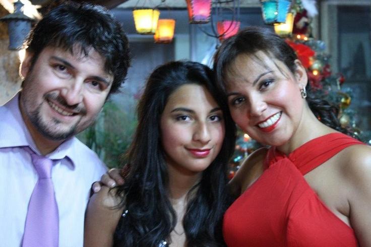 La actriz y Productora Alejandra Espinosa Auad con su Esposo Patricio Villalobos y la única hija del Matrimonio Francisca Villalobos Espinosa.
