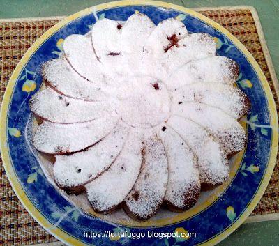 Tortafüggő Marisz - https://tortafuggo.blogspot.hu/2017/07/tejszines-meggyes-pite.html