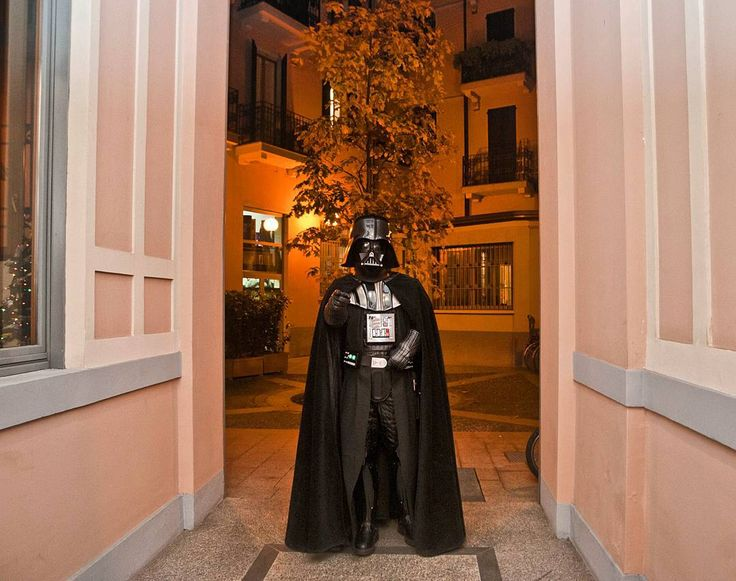 You know it's a bad day when you  find your new neighbor Darth Vader saying he's your father  #tbt #instagood #Milano #followme  #StarWars #darthvader #igers #bestoftheday #lol #iphonesia #picoftheday #tagsforlikes #marketing #instagramhub #instalike #vsco #fun