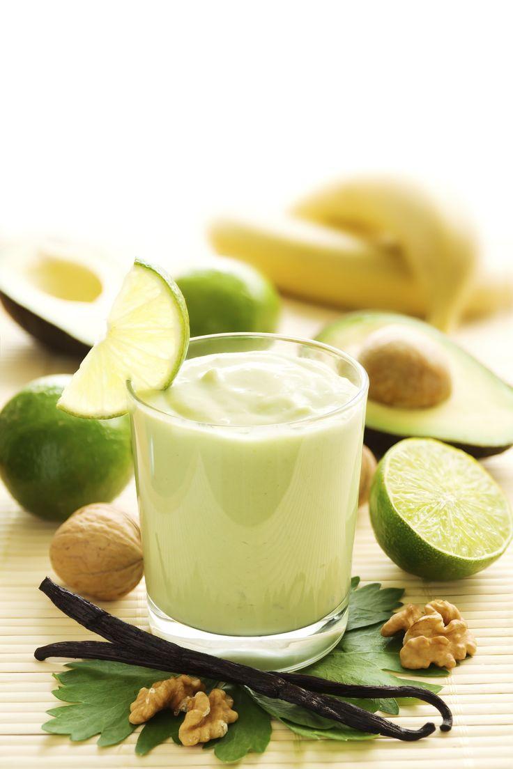 Prueba este delicioso smoothie de aguacate, aunque suene raro queda delicioso. Pruébalo.