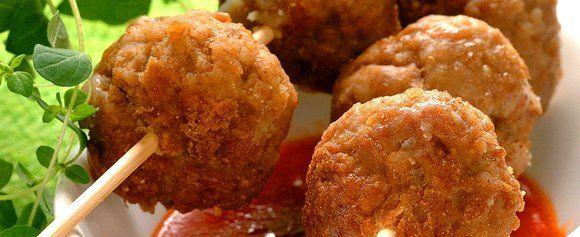 Kjøttboller blir festmat når de serveres som tapas med annet smågodt. Prøv denne enkle oppskriften og festbordet er snart klart.