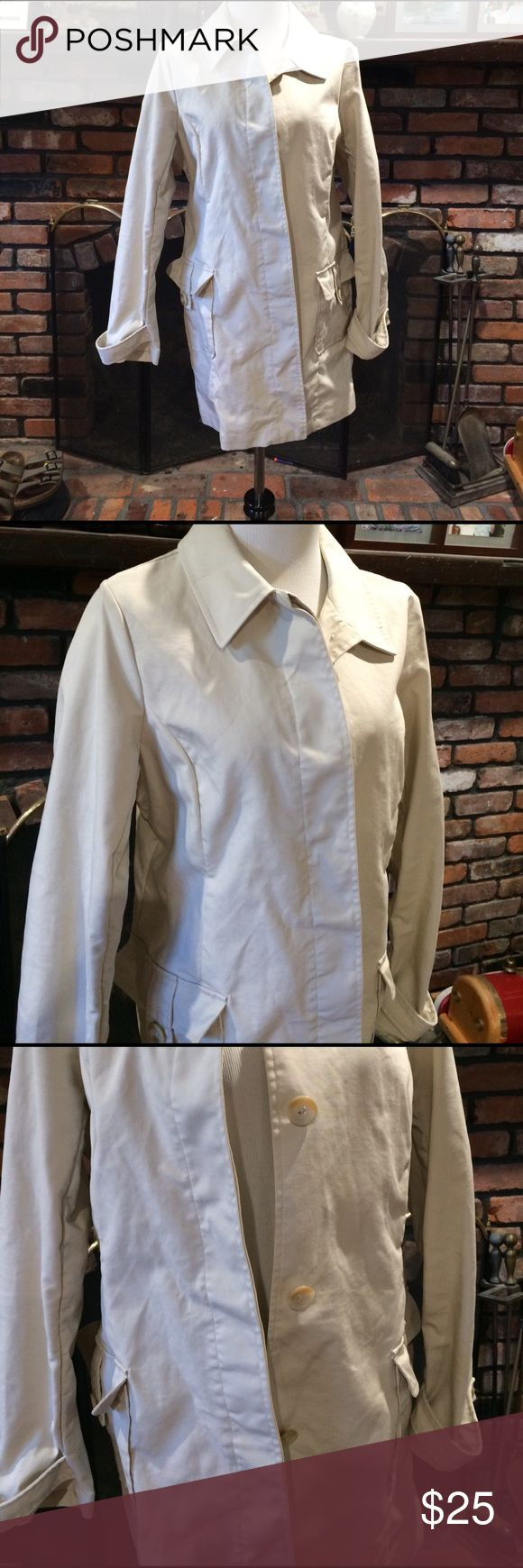Old Navy khaki trench coat size large Old Navy khaki trench coat size large.  Nice 3/4 length trench coat.  Nice lightweight for spring. Old Navy Jackets & Coats Trench Coats