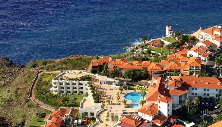 Das Hotel Galosol auf Madeira liegt einmalig am Atlantik - perfekt für eine Yoga-Reise! http://www.neuewege.com/Yoga-Reisen/Portugal/Madeira/Hotel-Galosol-Sich-selbst-mit-Vini-Yoga-neu-erspueren-_5PTS0401
