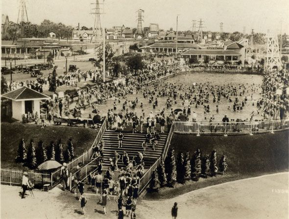"Toronto 1920s ""The Sunnyside pool. Nicknamed the ""Tank,"" the heated, filtered, and chlorinated 3 million litre pool--possibly one of the largest in the world--opened in the summer of 1925. Today, it's the Gus Ryder Pool."" - from BlogTO"