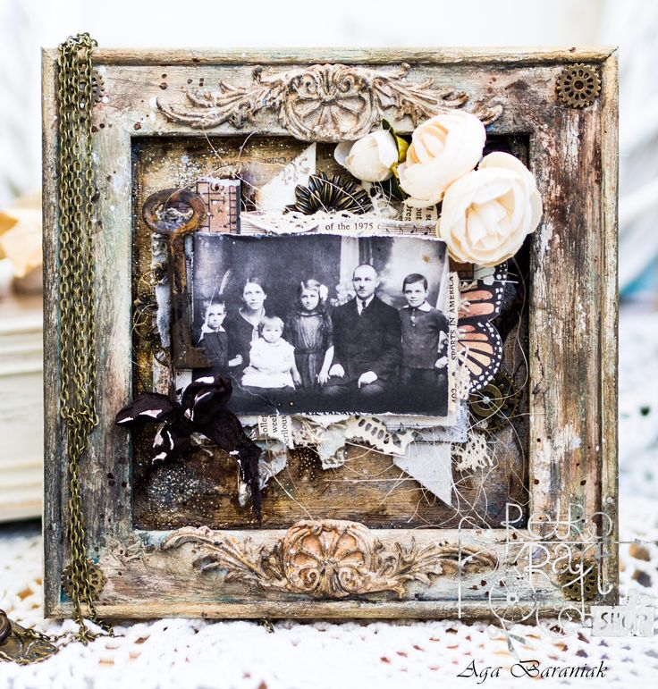 We love this piece by Aga Baraniak using @IODdesigns new moulds and paperclay! #DIY #homedecor #makeityourself #frames