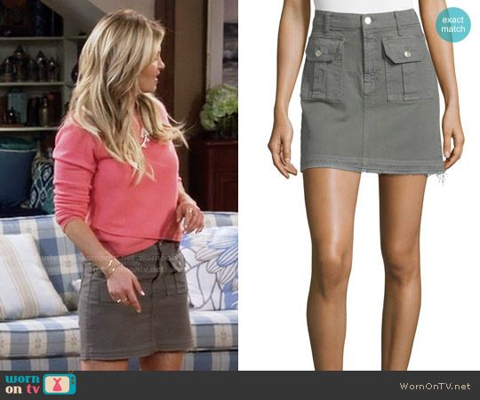 DJ's cargo skirt on Fuller House.  Outfit Details: https://wornontv.net/64245/ #FullerHouse