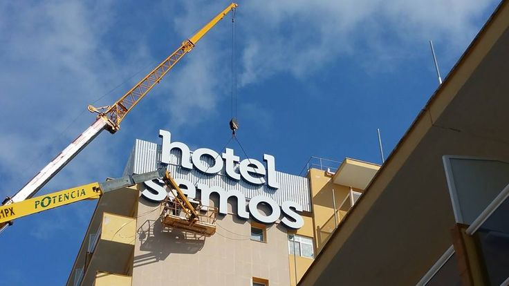 #hotel samos #Mallorca #Magaluf- Colocación de #rótulo y #fachada a 40mtrs de altura. ¿Tienes algún proyecto en mente? Presupuesto en www.luminososmca.com