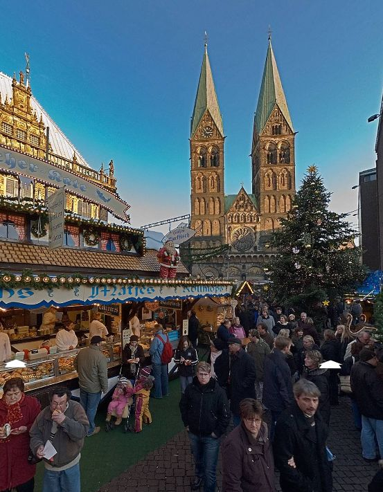 Christmas Market (Bremen, Germany) by Willy Kaemena https://www.360cities.net/image/christmas-market-in-bremen-germany#-305.94,-1.80,106.0