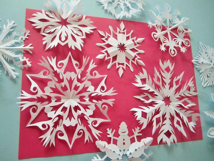 Schneeflocken aus Papier ( einfach und schnell )