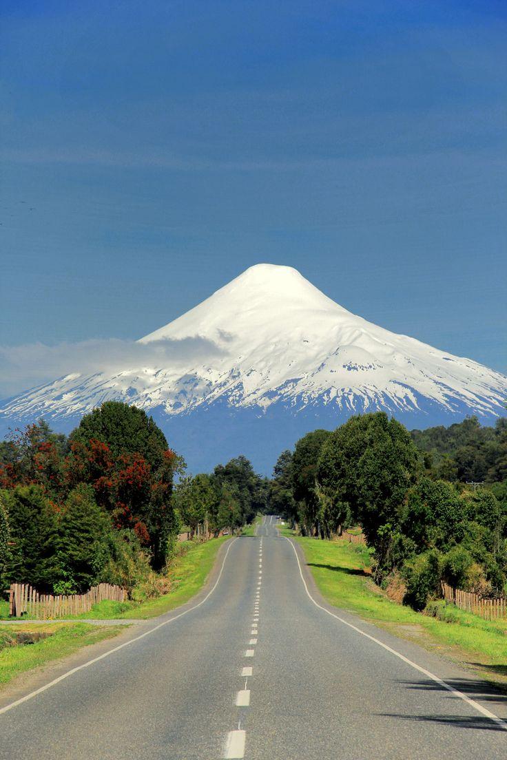 Camino a Ensenada por Puerto Octay. Region de Los Lagos. Volcan Osorno.