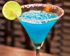 Lagon bleu      2 louches de jus d'orange     2 louches de jus de citron     2 louches de curaçao bleu     1 louche de sucre de canne liquide     2 bouteilles de champagne
