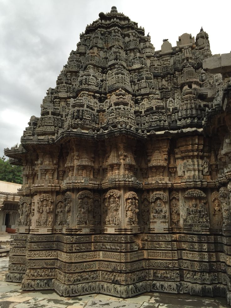 The left tower of Somanathapura temple