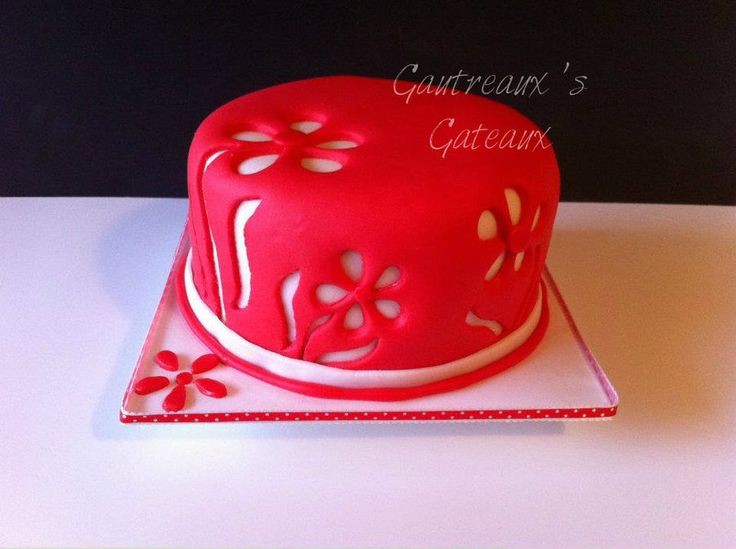Lemon cake with rasberry filling and white chocolate buttercream icing under the fondant.