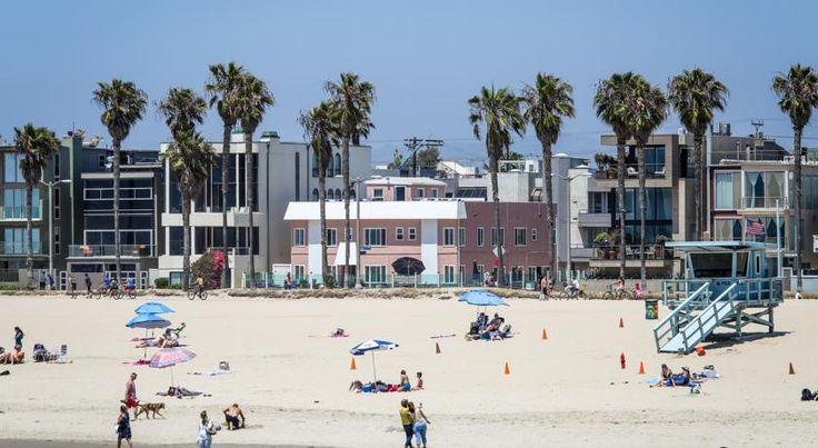 Venice on the Beach Hotel Los Angeles This oceanfront hotel features Pacific Ocean views and a sun terrace. Just 2 minutes' walk from Venice Beach Rentals, Venice on the Beach Hotel offers contemporary rooms with free Wi-Fi.