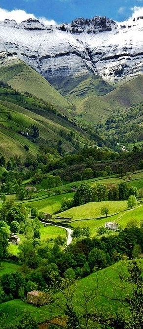 Valle del Pisuena, Cantabria, the North (Green) Spain.