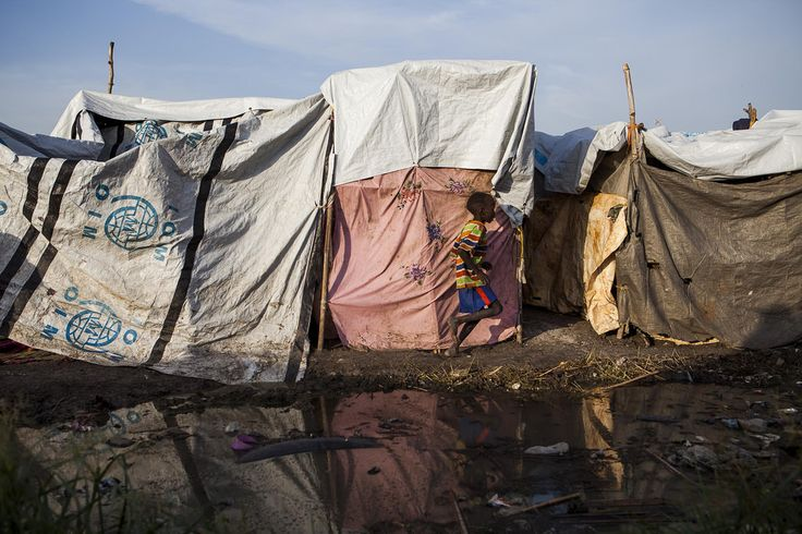 A rapid influx of 11,000 IDPs during the first ten days of August forced some to temporarily shelter in flooded areas never designed to house IDPs. UN PoC site, Malakal. Photo: IOM/Bannon 2015