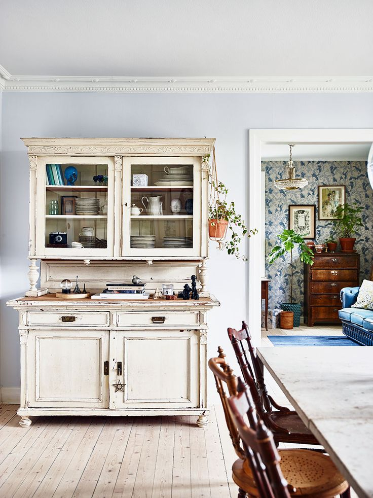 A vintage bohemian home in shades of blue | photos by Andrea Papini Follow Gravity Home: Blog - Instagram - Pinterest - Bloglovin - Facebook
