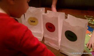 Extraordinary Ordinary Life: Preschool Busy Bag Activity - Color Sorting