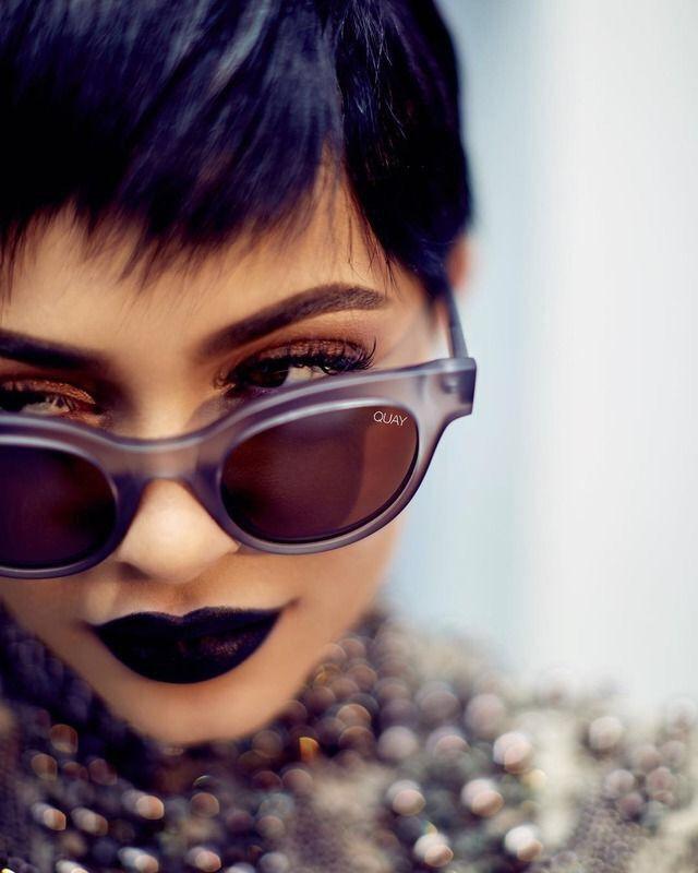 Kylie Jenner para @quayaustralia - coleção cápsula de óculos.