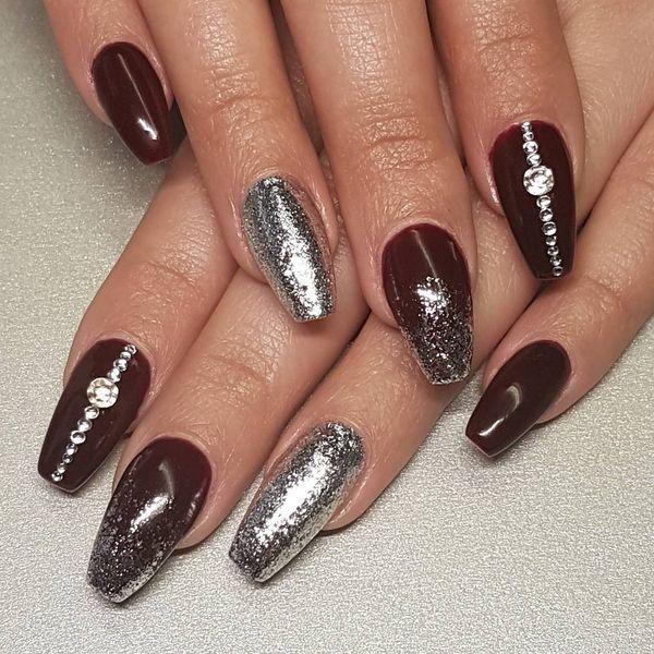 Burgundy And Silver Nails Burgundy Nails Maroon Acrylic Nails Silver Nails
