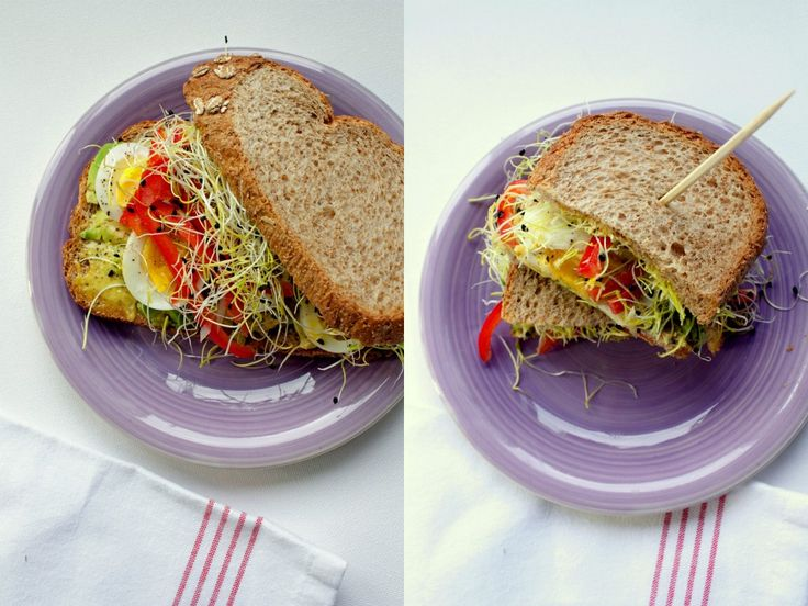 Sandwich met avocado, ei, kerriemayonaise en preikiemen
