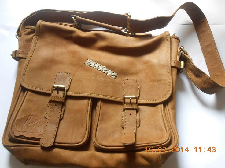 BIGI BAG is the leather bag business/laptop that is a product with a quality leather selection seemed sturdy and charming whoever, plus the fact the original skin impressions will be more perfect, sleek seams as well as strong evidence of serious product quality