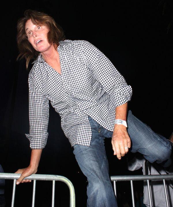 Dlisted | Bruce Jenner hops gate to avoid cameras